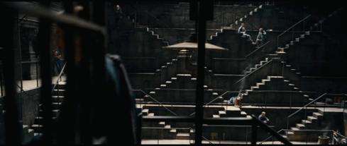 出現在 克里斯多福諾蘭 《 黑暗騎士:黎明昇起 》中的 艾雪 〈 相對性 〉。