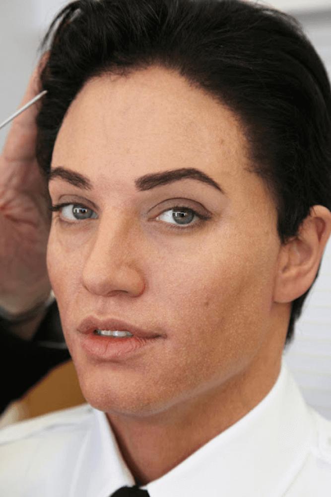 特效化妝 《特務間諜》裡,易容為男性的安潔莉娜裘莉。