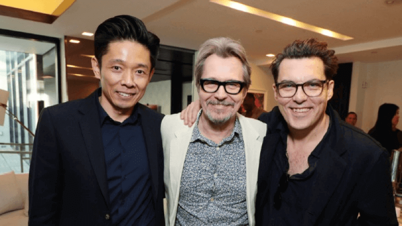 辻一弘 、 蓋瑞歐德曼 、喬萊特導演三人合影。