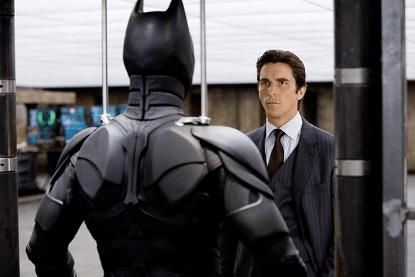在諾蘭導演的蝙蝠俠電影《黑暗騎士》三部曲擔綱主演的好萊塢影星克里斯汀貝爾。