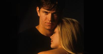 馬克華柏格與瑞絲薇斯朋主演的電影《致命的危機》。