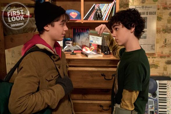 EW週刊 《 沙贊! 》(Shazam!) 劇照 : 右為主角「沙贊」比利,左為他的好友佛萊迪。