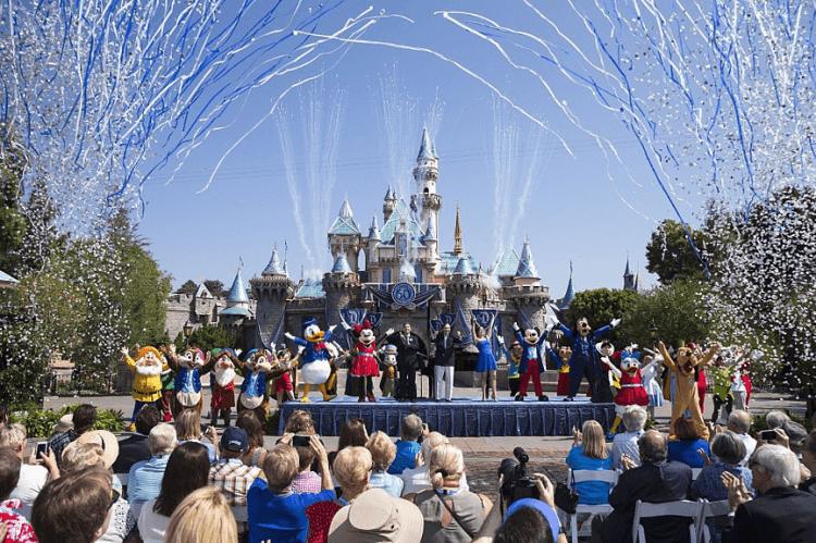 美國迪士尼樂園等人潮聚集處因應重大傳染病對策暫時休園避免肺炎傳播感染。