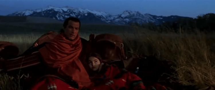 武漢肺炎不夠看,看偉大的動作天王史蒂芬席格 1998 年電影《火線戰將》對決消滅全美國的恐怖病毒!