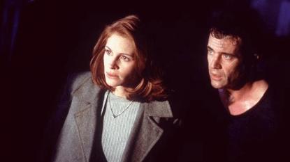 1997 年上映由茱莉亞羅勃茲與梅爾吉勃遜主演的電影《絕命大反擊》劇照。