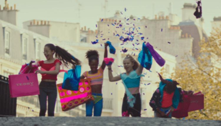 描述小女孩因跳舞發現自己女性特質逐漸成長的法國劇情電影《小可愛》劇照。