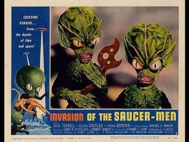 《 飛碟人入侵 》海報,嗯嗯,我很清楚這些高麗菜頭有什麼計畫。
