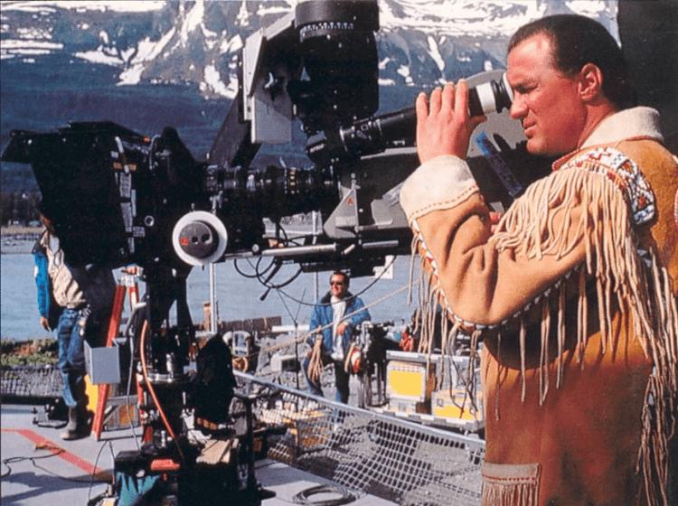 80 年代紅極一時的動作天王史蒂芬席格演而優則導的電影:1992 年《絕地戰將》。