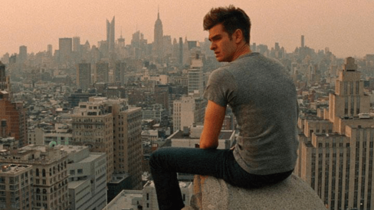 馬克偉柏導演執導的《蜘蛛人驚奇再起 2:電光之戰》電影中,身為超級英雄與鬱悶少年,電影所拿捏的比重與觀眾所期望的不太一樣。