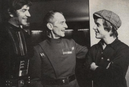 飾演黑武士「中之人」的大衛普羅斯,與其他共演演員們。