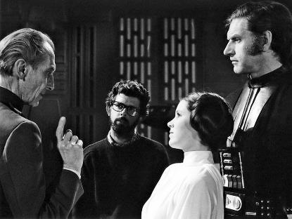 當 1977 年第一部《星際大戰》電影上映並獲得廣大迴響後,續集計畫是勢在必行,普羅斯又得擠進黑武士的裝備之中。