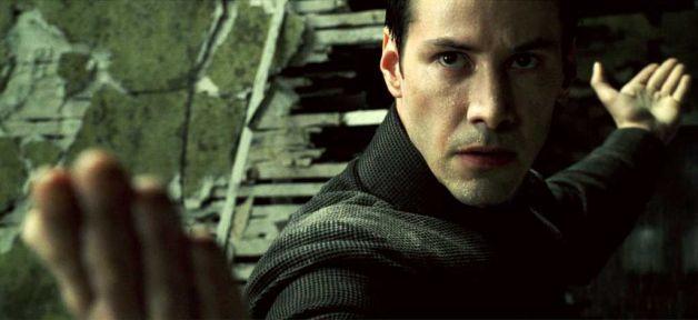 1999 年《駭客任務》中的「救世主尼歐」基努李維。