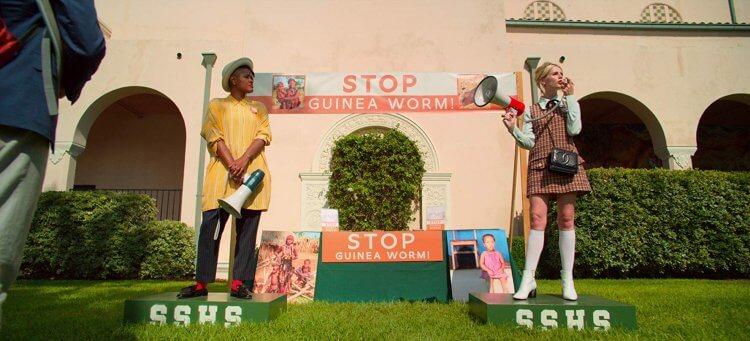 《波希米亞狂想曲》女星露西波頓在《大政治家》扮高中生大玩政治遊戲。