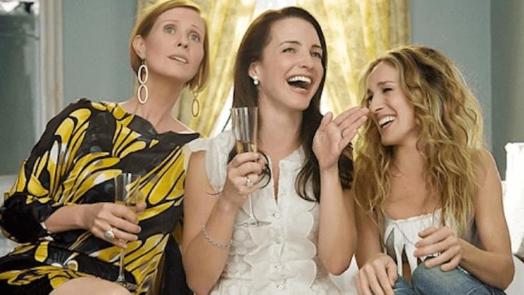 姊妹們回來了!經典影集《慾望城市》全新續集前導預告曝光,即將登上 HBO Max 供線上看首圖