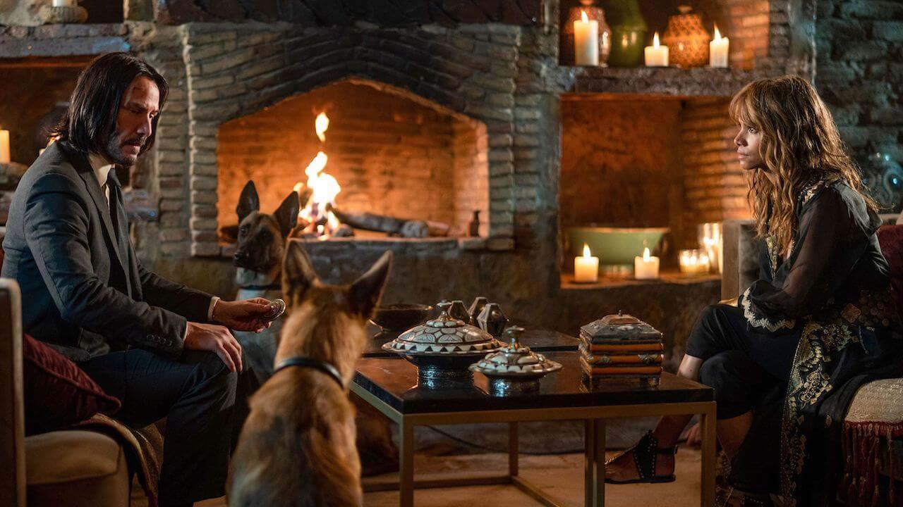 基努李維、荷莉貝瑞在《捍衛任務 3:全面開戰》片中將與忠心狗狗並肩作戰。