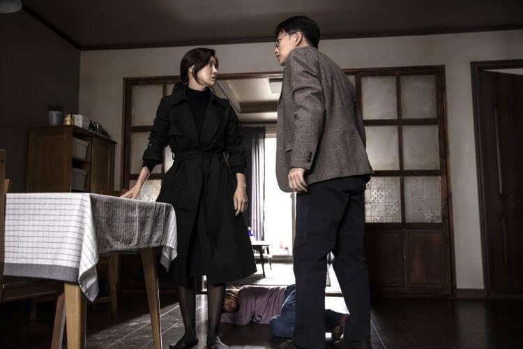 裕善在《孩子的自白》電影中飾演狠心繼母,為拯救孩童,李東輝不顧一切追查真相。