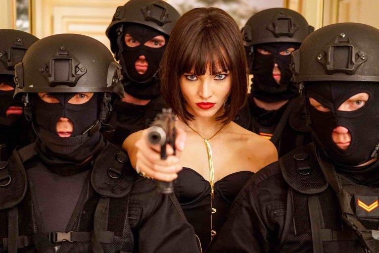 俄羅斯新秀女演員莎夏露絲與大導盧貝松合作的諜報動作片《安娜》劇照。