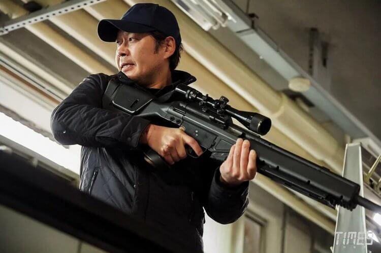 客串殺手一角的劉在明。