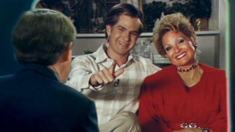 奧斯卡妝髮可以給了!潔西卡雀絲坦與安德魯加菲爾德在《The Eyes of Tammy Faye》演出傳道夫妻首圖