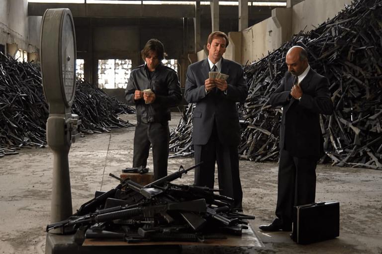 導演安德魯尼可本身並不贊同非法軍火販賣文化,這也能解釋為何他會選擇銷毀為了拍攝《軍火之王》所購入的部份槍枝。—電影神搜