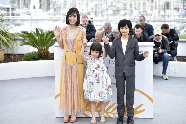 甫獲坎城影展金棕櫚大獎, 是枝裕和執導電影 :《 小偷家族 》(万引き家族) 的演員們。