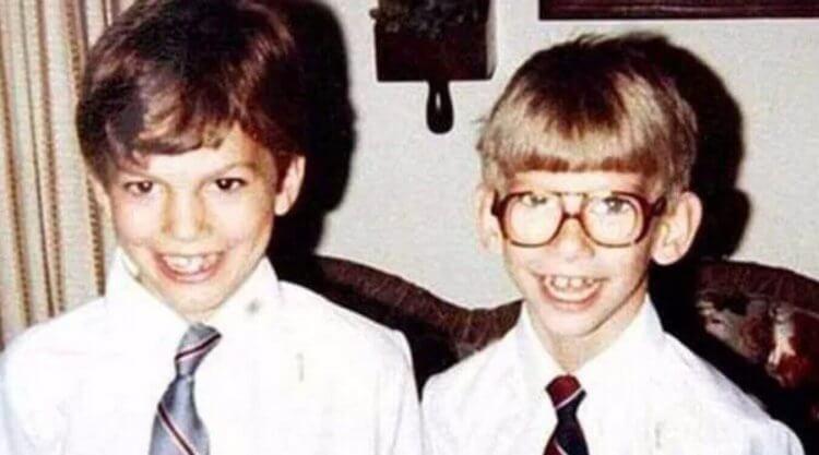 小時候的麥克與艾希頓