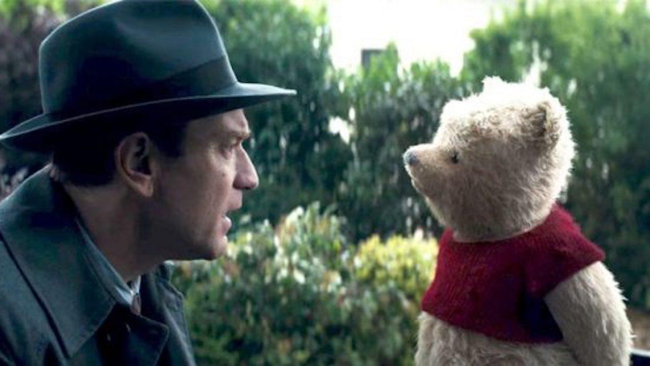 真人電影 《 摯友維尼 》中的 克里斯多福羅賓 與 小熊維尼 。