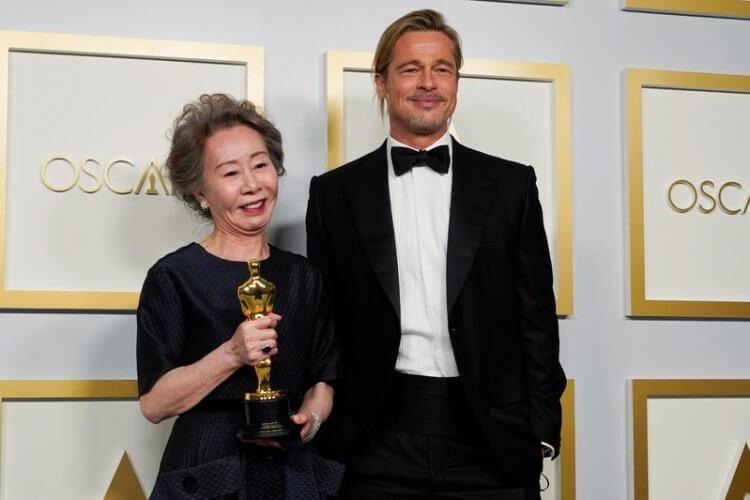 尹汝貞、布萊德彼特在奧斯卡頒獎典禮後台相見