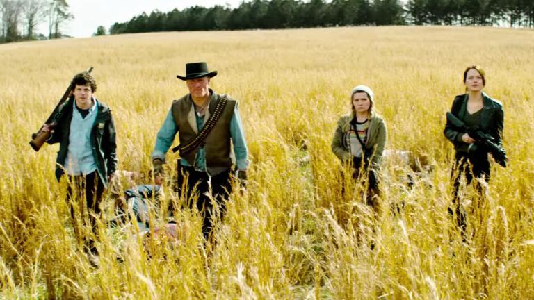 睽違十年再登大銀幕《屍樂園:髒比雙拼》最新預告!伍迪哈里遜、艾瑪史東等主要演員全數回鍋