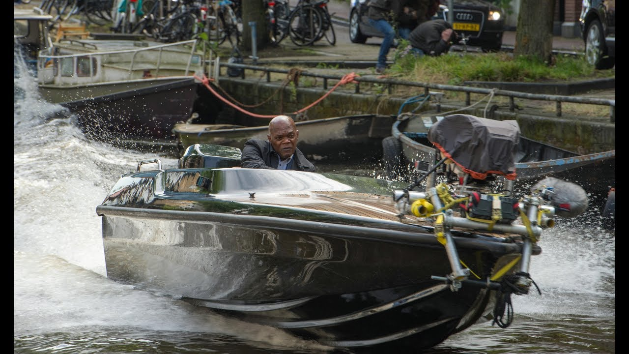山繆傑克森 在《 殺手保鑣 》中親自上陣開快艇飆速。