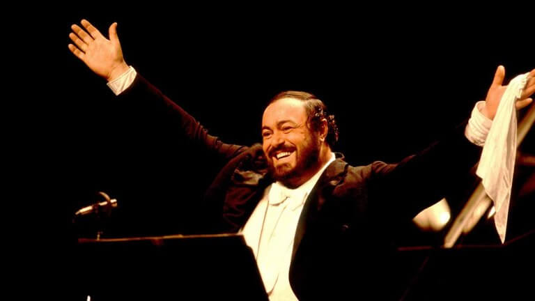雋永的高音 C 歌王《帕華洛帝:世紀男高音》紀錄片,朗霍華操刀,為粉絲獻上想念已久的天籟美聲