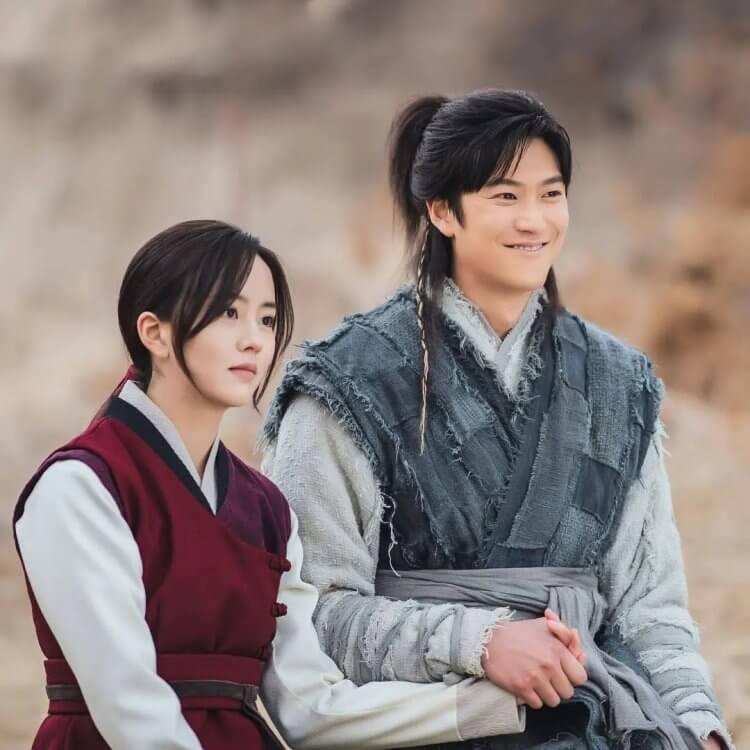 《月升之江》平岡與溫達偽裝小夫妻的日常模樣。
