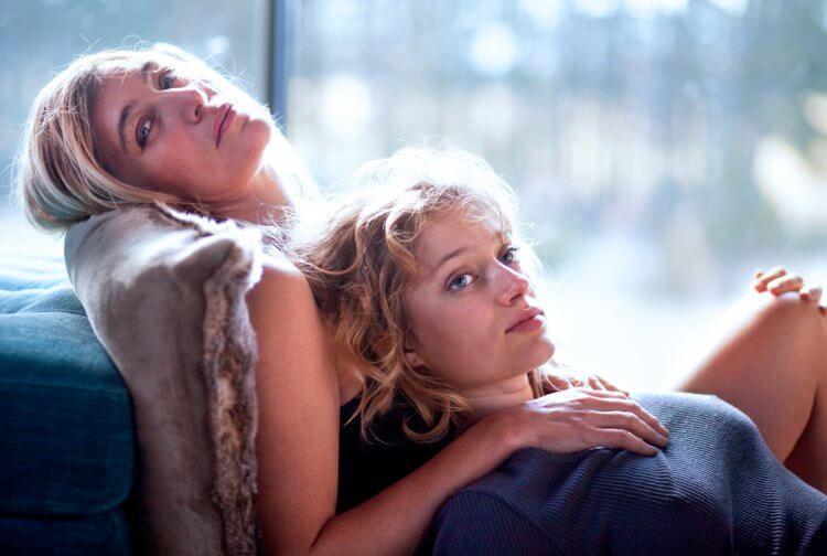 多米尼克摩爾執導的《謎夜拼圖》當中,由華薇莉泰德奇和新演員娜迪亞特雷茨克維奇主演。