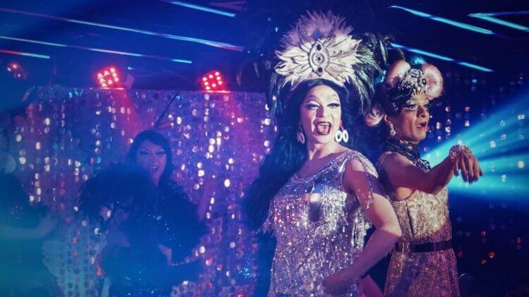 影迷敲碗大成功!《男兒王》K 歌場「唱」進金馬奇幻影展,多位變裝皇后帶領觀眾一同飆唱首圖