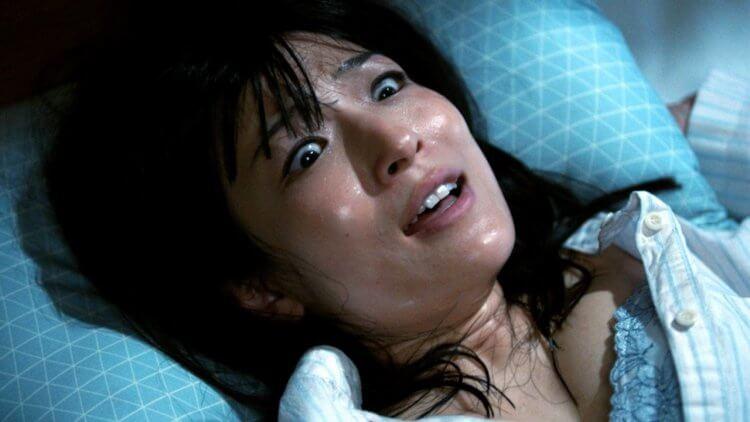 好怕又好色!異色電影《惡靈春夢》12月31日在台上映!恐怖與慾望交織,失戀女遭不明「黑影人」侵犯,小心半夜鬼上床首圖