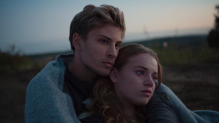 德國暢銷小說家真實故事改編,電影《愛在地平線》戀上愛滋男孩,相愛不在時間多長而是愛有多深──首圖