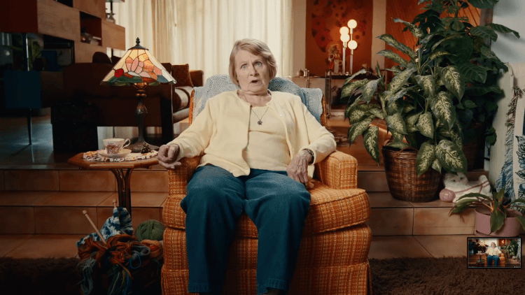 「飛行琴酒」全新廣告不失萊恩雷諾斯一貫的幽默風格。