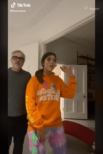 艾方索柯朗在抖音與女兒同框。