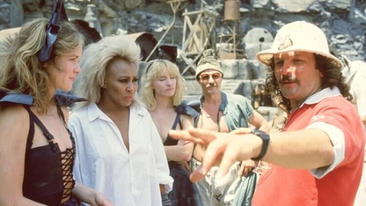 拍攝《衝鋒飛車隊續集》的喬治米勒(右)
