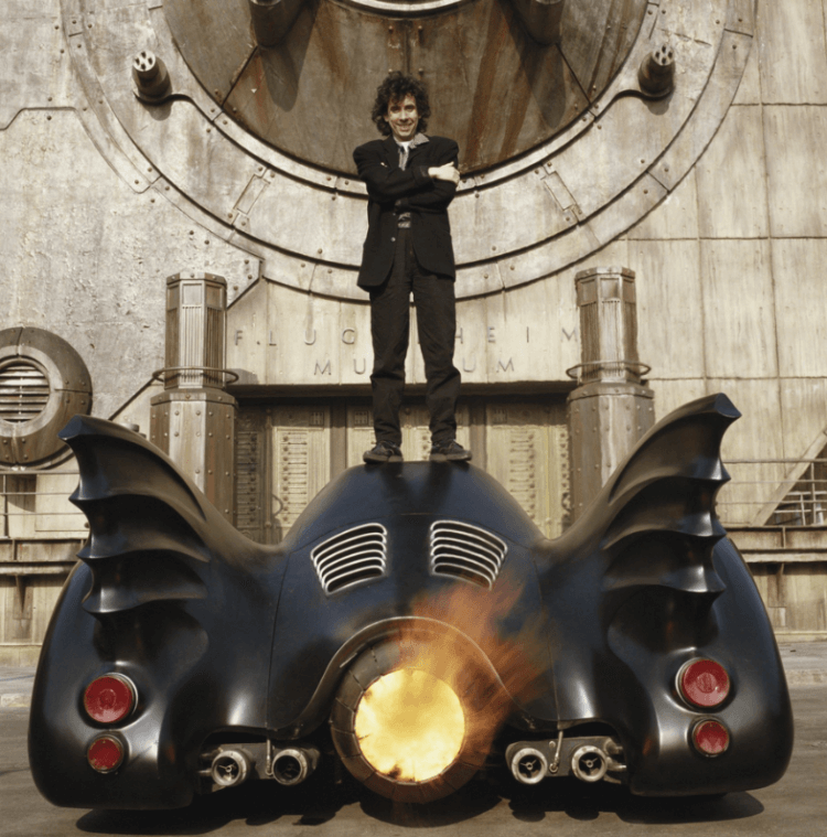 1989 電影《蝙蝠俠》導演提姆波頓與蝙蝠車。