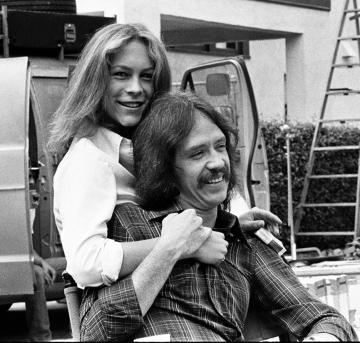 1978 年拍攝《 月光光心慌慌 》的 約翰卡本特 與 潔美李寇蒂斯 。
