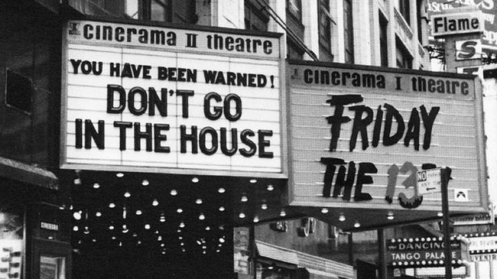 導演 康寧漢 從來沒有想要合理,他要的是絕對的驚嚇與恐懼,《 13號星期五 》因此變成 恐怖電影 界的雲霄飛車。