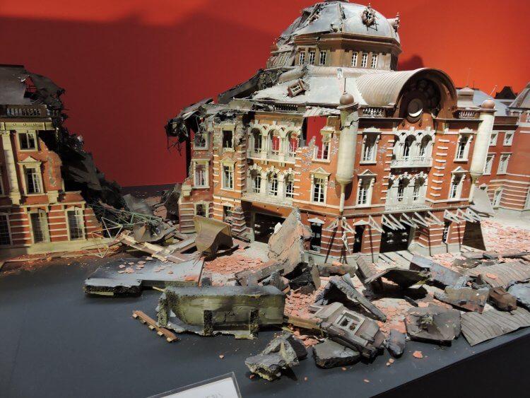 《正宗哥吉拉》電影拍攝未使用的東京車站模型,現展示於日本福岡市美術館中(作者親攝)。