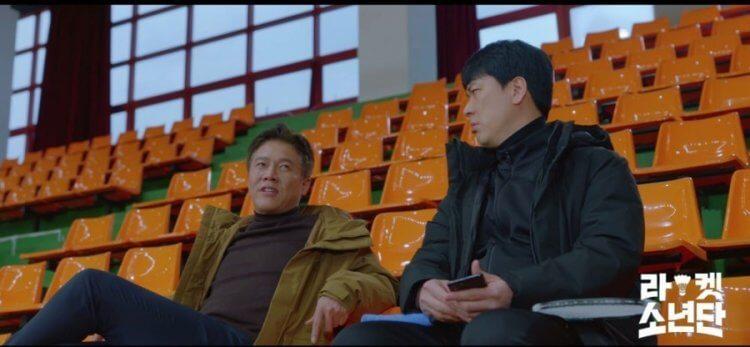 朴浩山(左)打頭陣,客串《羽球少年團》首集演出