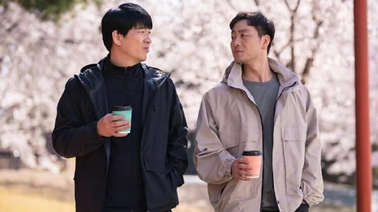 朴海秀(右)客串《羽球少年團》,飾演海康爸的高中同學