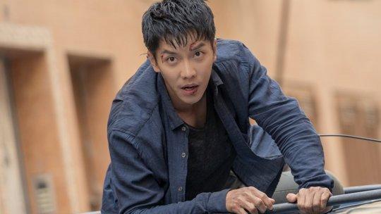李昇基在《浪行驚爆點》中大量動作戲幾乎親自上陣演出