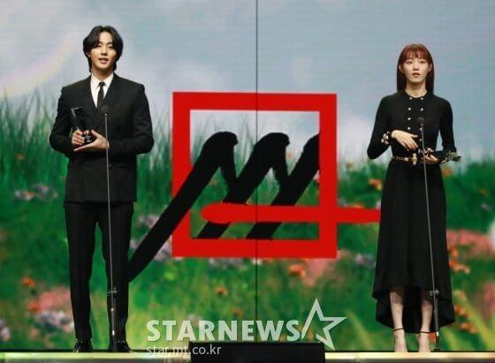 李聖經、安孝燮以《浪漫醫生金師傅2》抱走「最佳演員」獎
