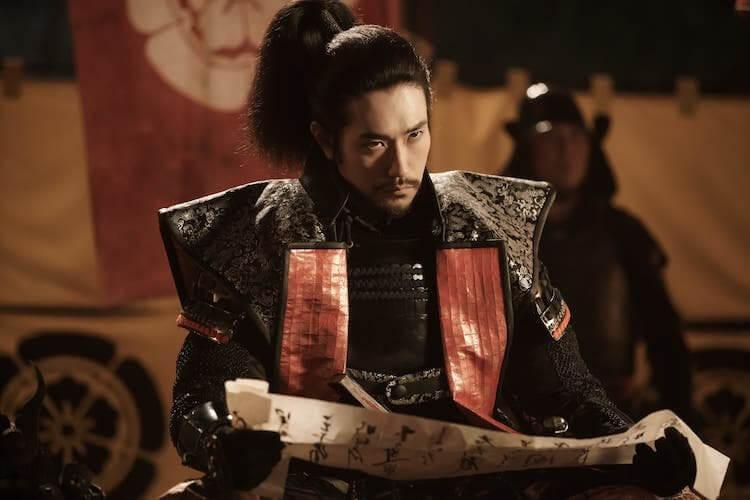 松山研一於電影《群青戰記》飾演織田信長