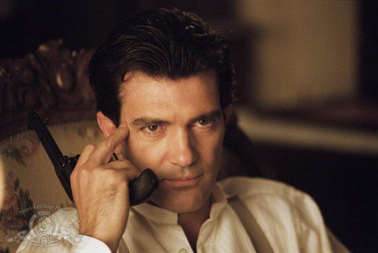 安東尼奧班德拉斯主演電影《枕邊陷阱》電影劇照。