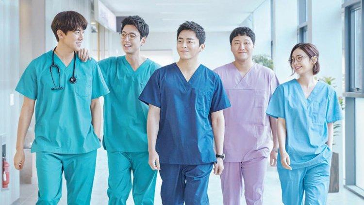 【線上看】曹政奭化身天才醫生!Netflix 韓劇《機智醫生生活》第一季預告公開,玩樂團的醫生有沒有看過?首圖
